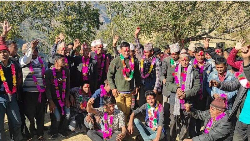 नेकपा सांसद रावलको वडा बाट दर्जनौं कार्यकर्ता कांग्रेसमा प्रवेश पुर्व सभापति शाहले गरे स्वागत