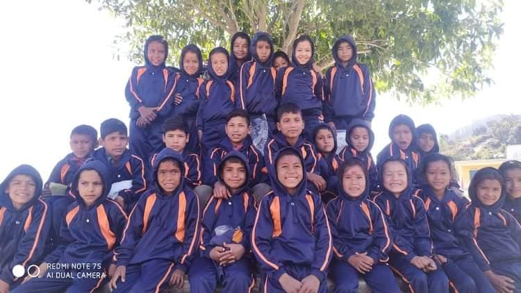 वर्ल्ड भिजन र आस्था नेपाल  द्वारा बालबालिका लाई ट्र्याकशुट बितरण