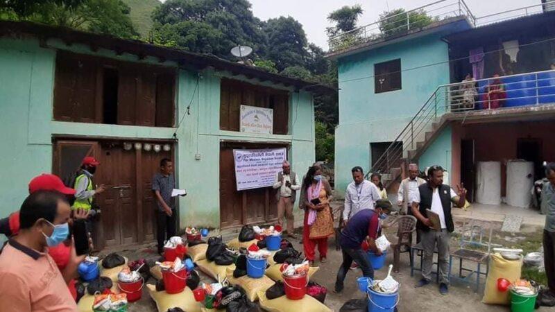 सुदूरपश्चिमेली नेपाली समाजको संयुक्त पहलमा पहिरो पिडितहरुलाई राहत