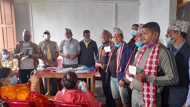 नेकपा एमाले जिल्ला कमिटी सदस्य खड्का सहित आधा दर्जन काङ्ग्रेसमा प्रवेश