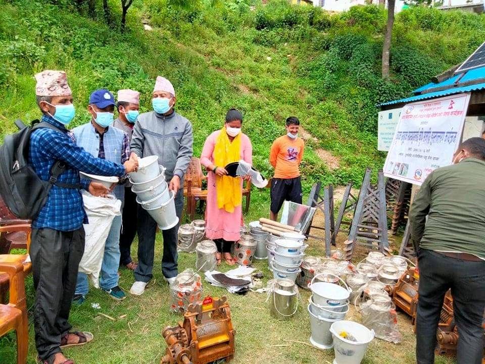 तुर्माखाँद गाउँपालिका द्वारा कृषक समुहका सदस्यहरुलाई कृषी सामाग्रि हस्तान्तरण